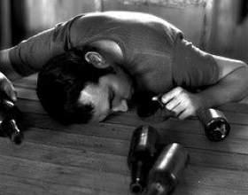 Твій чоловік - алкоголік, але життя тривຠфото